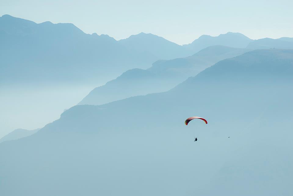 Zo vrij als een vogel boven het Gardameer zweven, een droom...