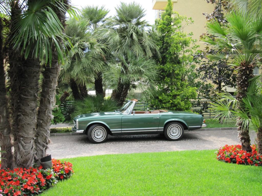 Met een oude Mercedes rond het Gardameer