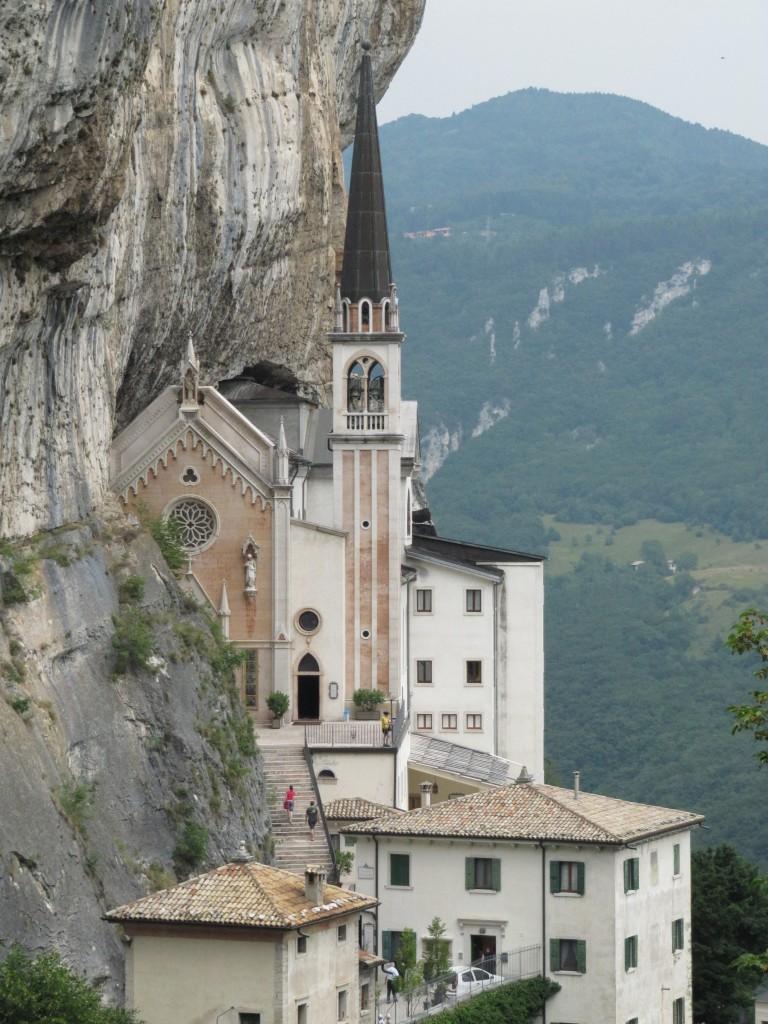Het heiligdom Madonna della Corona in Spiazzi