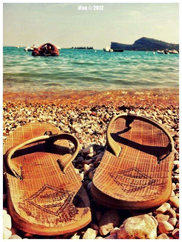 Strandslippers aan het Gardameer