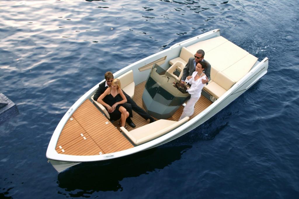 Een luxe motorboot (met kapitein) huren aan het Gardameer - Riva del Garda