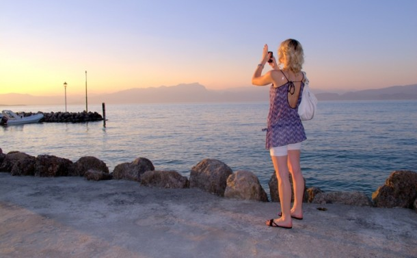 Een prachtige zonsondergang in Peschiera del Garda aan het Gardameer