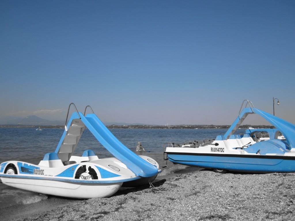 Een waterfiets huren aan het Gardameer