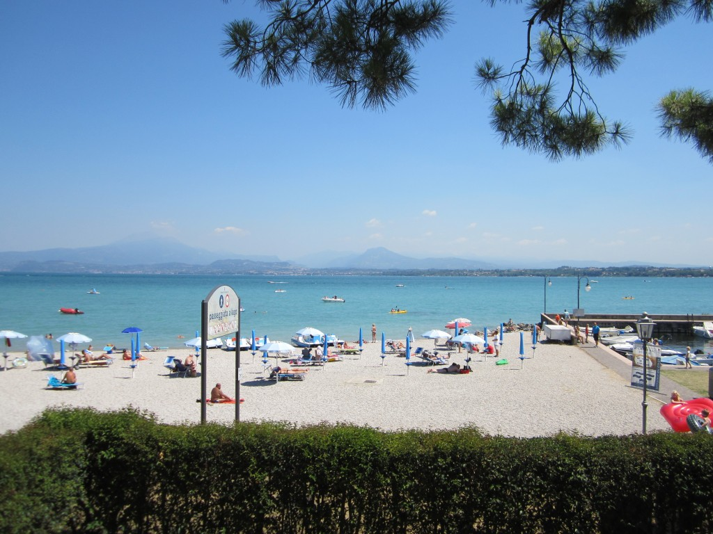 Een mooi strand in Peschiera del Garda