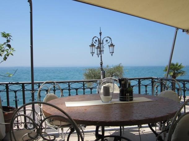 Een van onze favoriete restaurants in Lazise met een prachtig uitzicht op het Gardameer