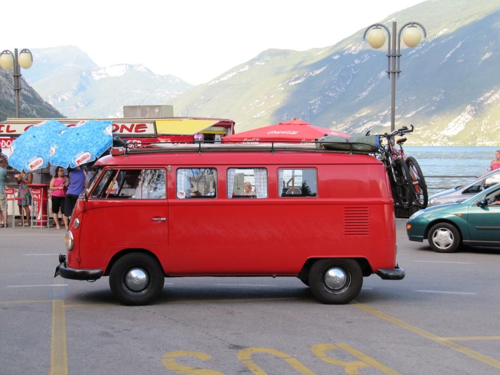 Een droom voor veel papa's: met deze VW bus naar het Gardameer...