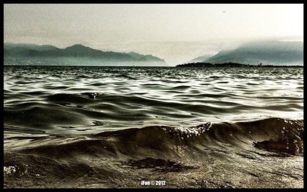 Golven van het Gardameer