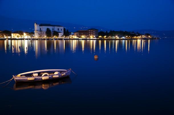 Sprookjesachtig mooie verlichting aan het Gardameer