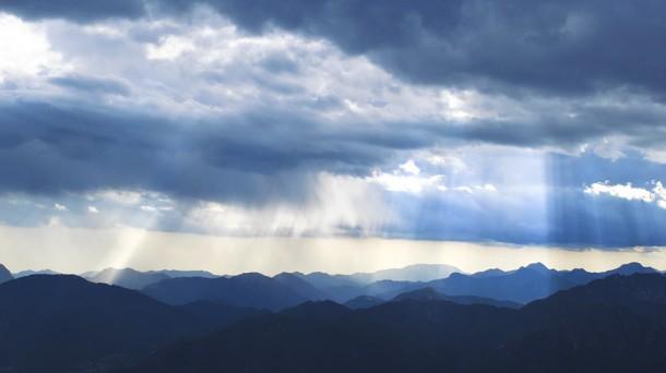 Wolken boven het Monte Baldo massief