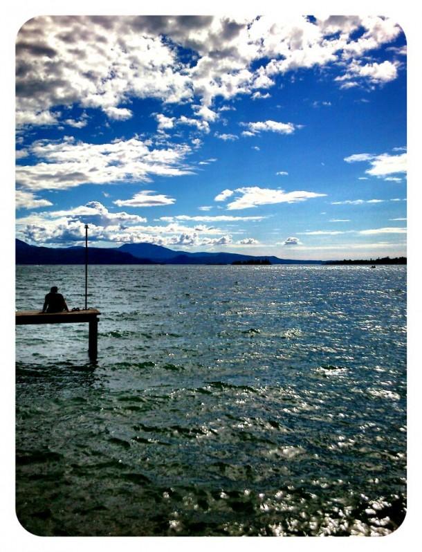 Prachtige wolken boven het Gardameer