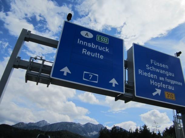 Een verkeersbord aan een grensovergang in Duitsland