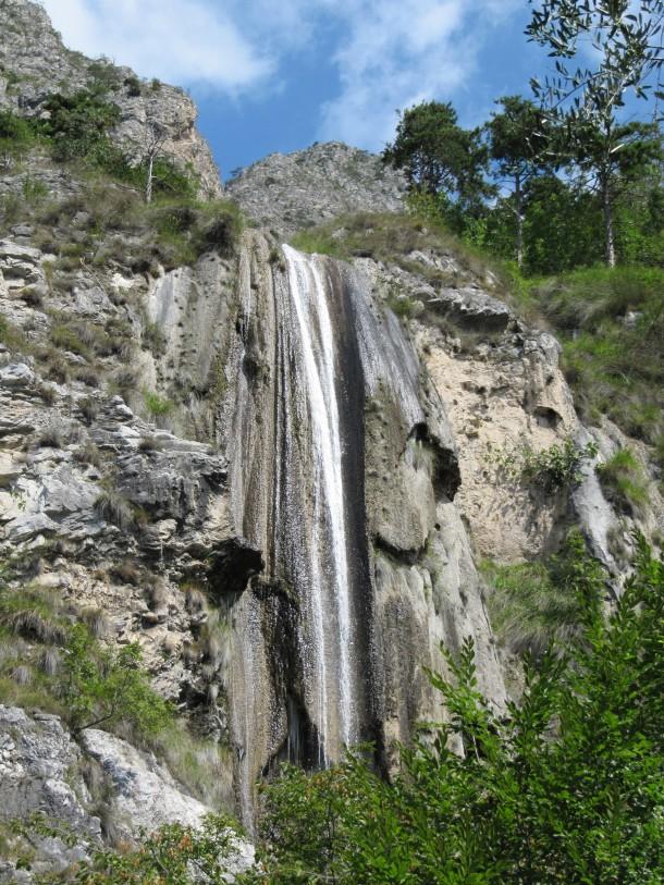 Waterval in Limone sul Garda aan het Gardameer