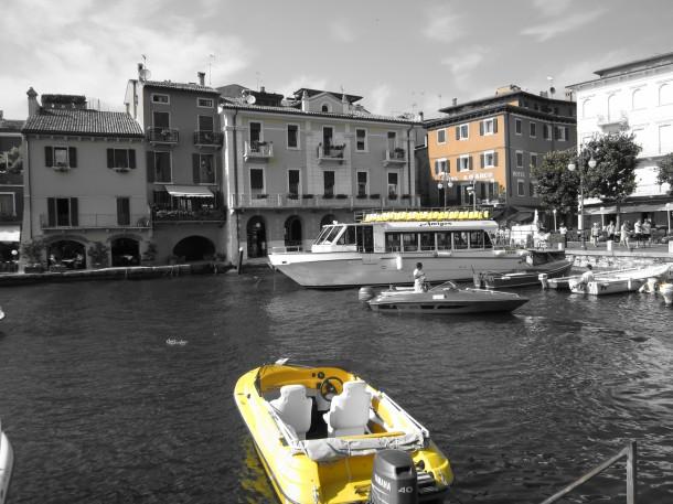 Aanlegplaats van het plezierbootje - Gardameer Italie
