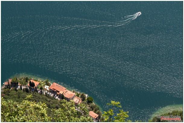 Een bootje op het Gardameer