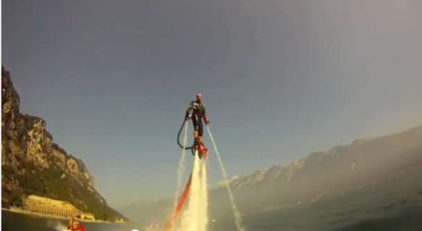 Flyboarden aan het Gardameer