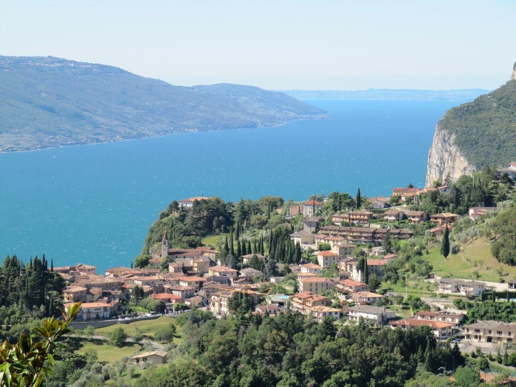 Vanuit Tremosine heb je een prachtige panorama over het Gardameer