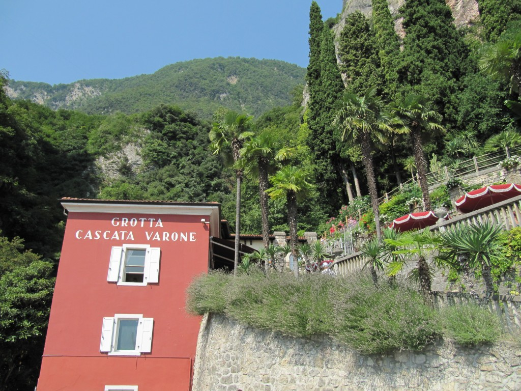 De ingang van de Cascata del Varone