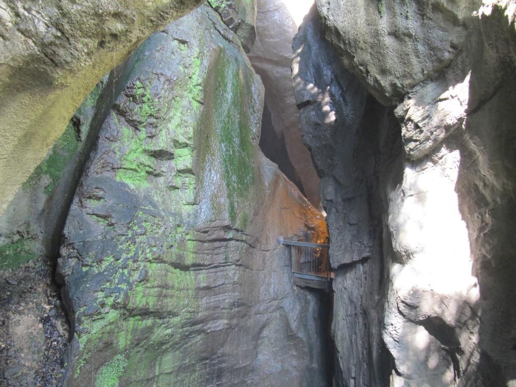 Een prachtig schouwspel van de natuur: Grotta Cascata del Varone