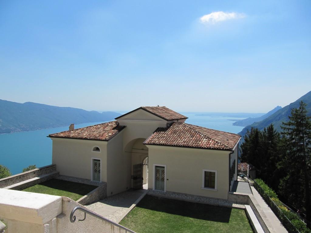 Een prachtig klooster in Tignale met zicht over het Gardameer