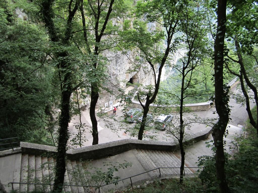 De trappen naar het heiligdom Madonna della Corona