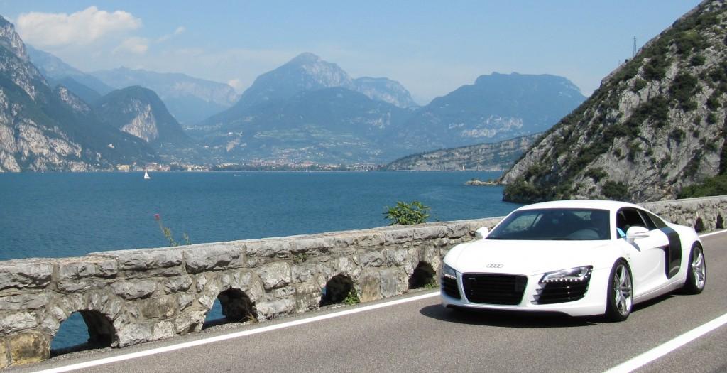 Een prachtige Audi R8 op de Gardesana Orientale aan het Gardameer