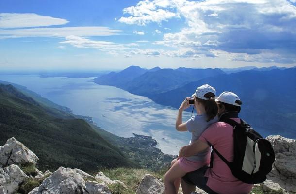 Een prachtig uitzicht vanaf de Monte Baldo aan het Gardameer