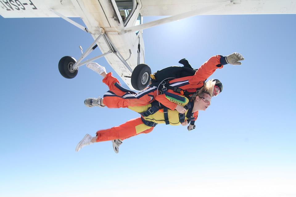 Parachutesprong met zicht op het prachtige Gardameer