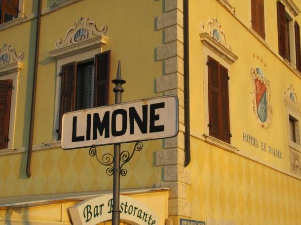 De haven van Limone aan het Gardameer