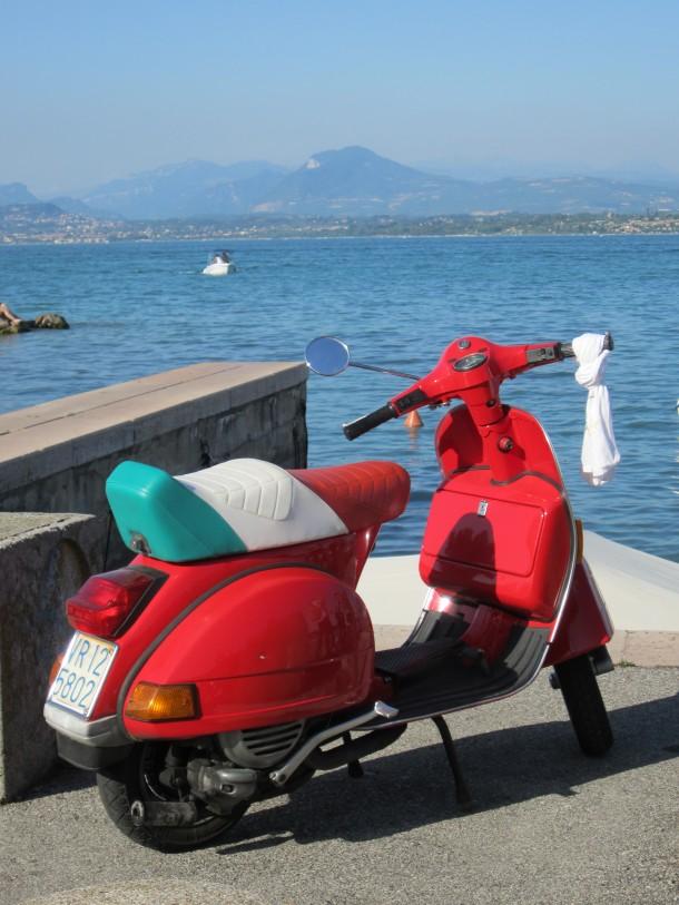 Vespa met Italiaanse vlag