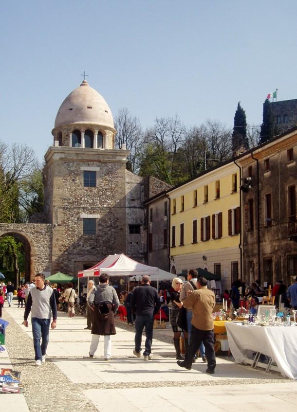 Aantiek en Curiosa Markt in Piazza Castello
